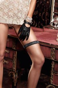 Accessoires Подвязка черная с декоративной накладкой