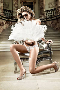 Back in Heaven G-Стринги белые из тюлевой ткани с узором в ромб и кружевной манжеткой